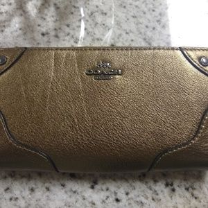 COACH Mickie Accordian Zip Wallet in Grain Leather